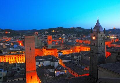 La Torre Azzoguidi e il Campanile di S. Pietro dalla Torre Prendiparte