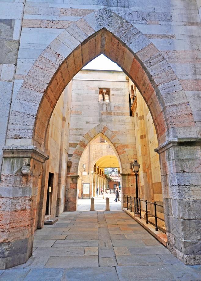 Passaggio tra il Duomo e la Ghirlandina