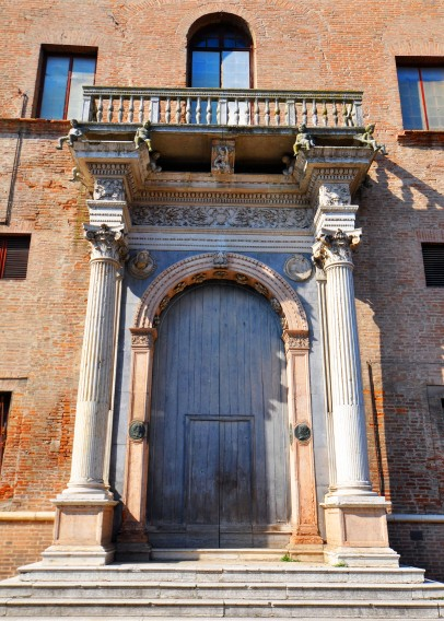 Palazzo Prosperi-Sacrati (il portone)
