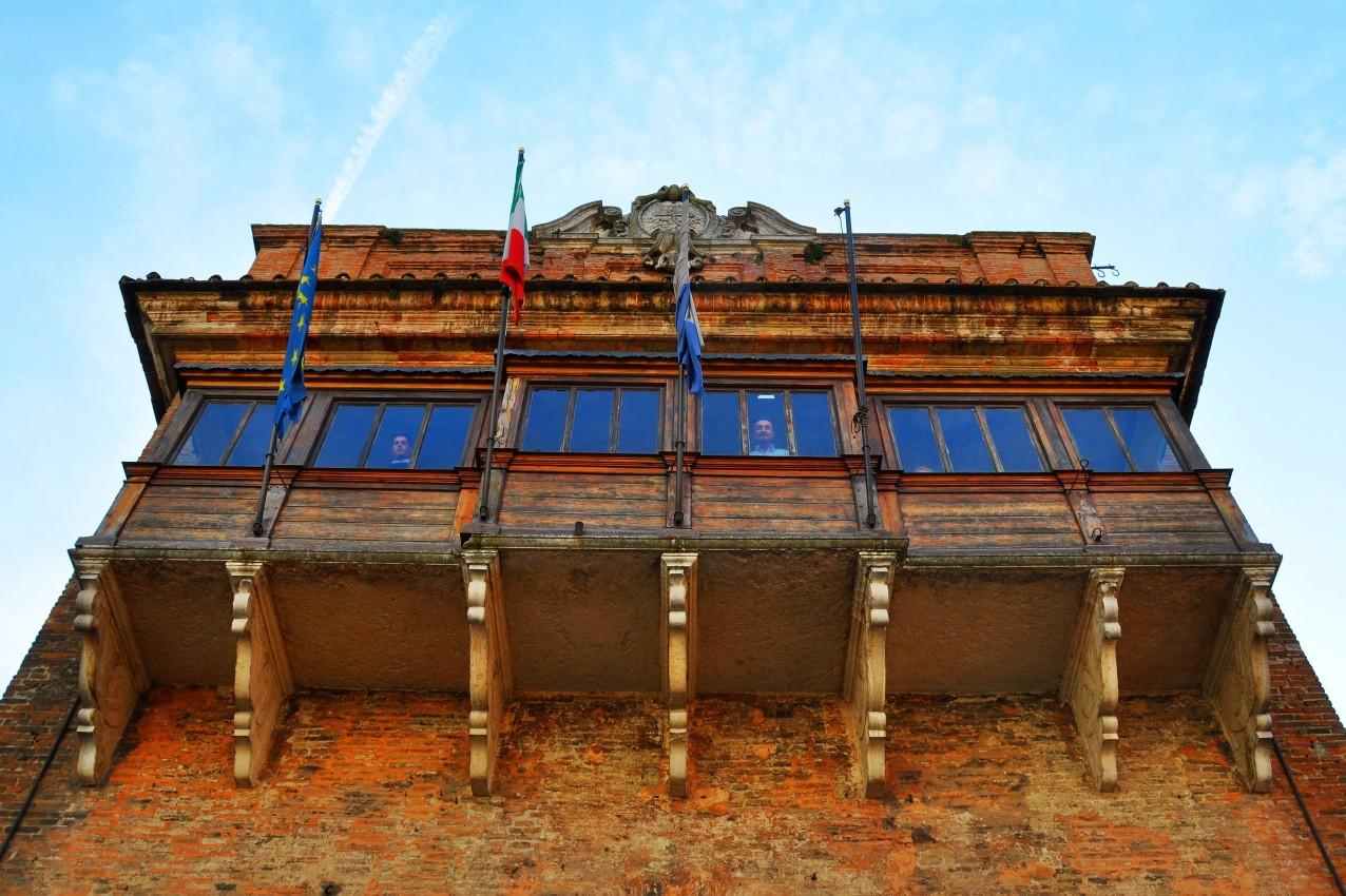 Castello Estense (balcone con baldacchino)