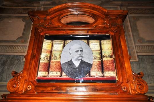 Frati organizzò e diresse la Biblioteca per 50 anni