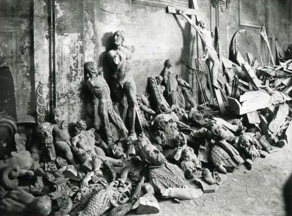 Statue danneggiate bomba 1944
