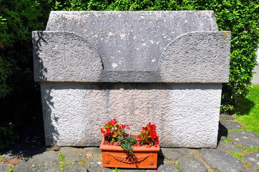 Campo Carducci. Tomba di Ottorino Respighi e della moglie.