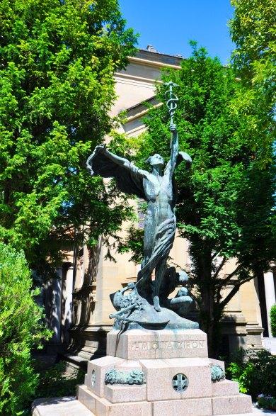 Campo Carducci. Complessa opera in bronzo per la famiglia Zironi.