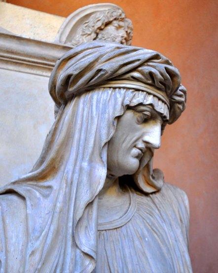 Chiostro III. Tomba Uttini. Nel 1801 Uttini, docente di Anatomia all'Università di Bologna, fu tra i medici favorevoli all'uso dei primi vaccini contro il vaiolo.