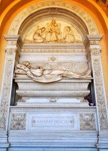 Chiostro III. Tomba Principi Galitzin. Diplomatico presso la Santa Sede. Accanto sarà poi tumulato il fratello Michele che commissionò quest'opera.