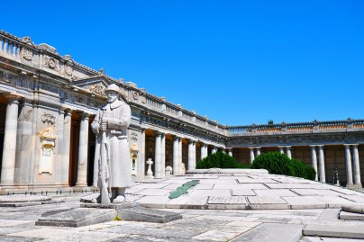 Chiostro VI. Piazzale e ossario interrato Caduti I guerra mondiale