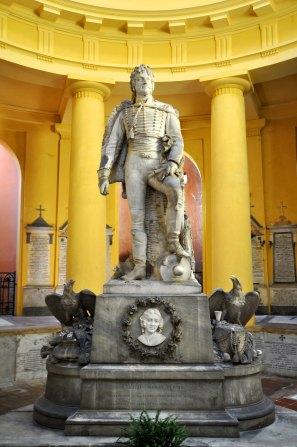 La figlia Letizia volle sulla propria tomba il monumento al padre, Re di Napoli fucilato dai Borboni e seppellito in una fossa comune.