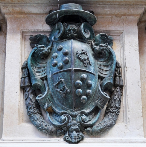 Stemma del cardinale legato di Bologna e nipote di Papa Pio IV Medici