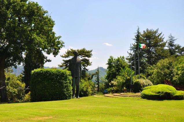 La statua di Marconi