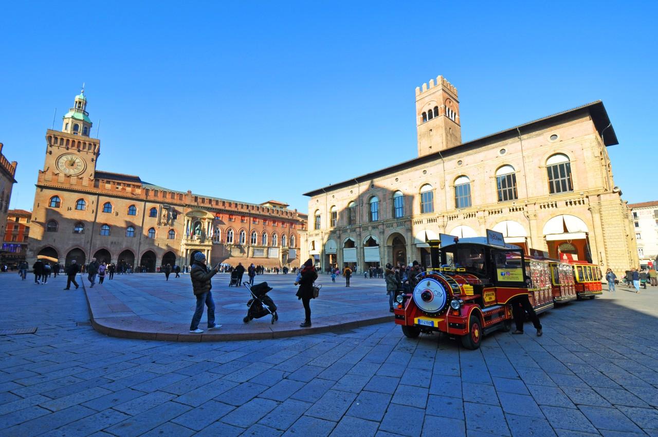 Piazza Maggiore 2