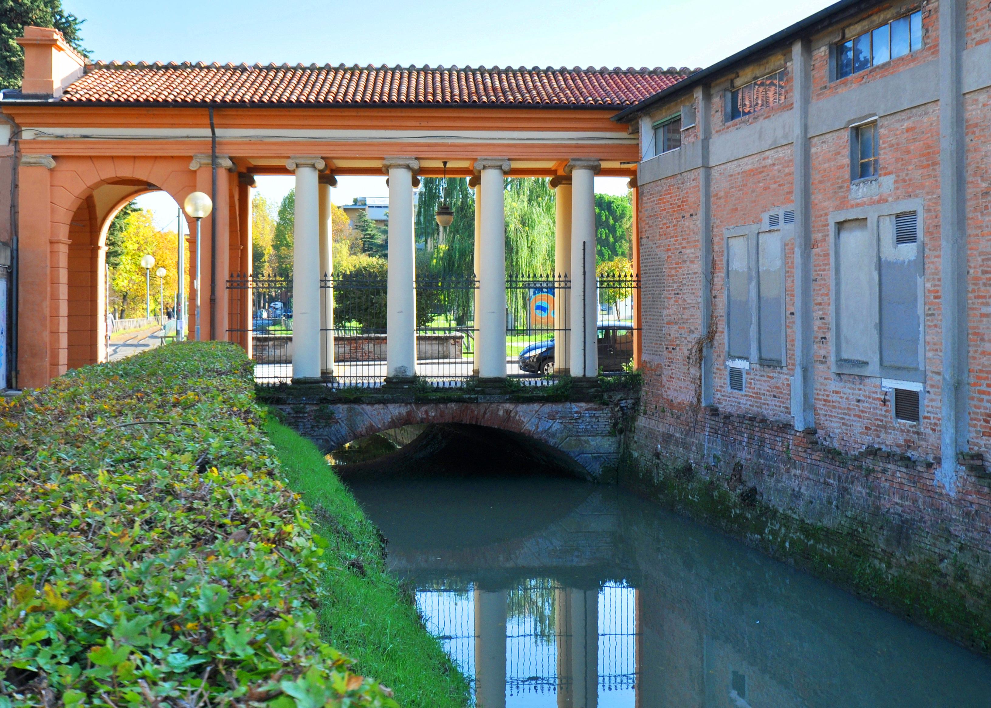 Ponte della Certosa sul canale di Reno