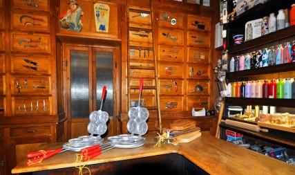 Via Drapperie-Antica Aguzzeria del Cavallo (coltelli, forbici e altri utensili)
