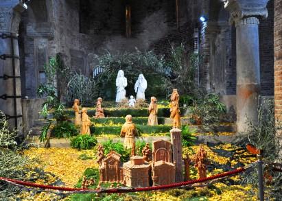 Il presepe in terracotta di Lina Osti in Santo Stefano