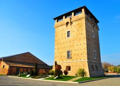 La Torre San Michele (antica torre difensiva) e il MUSA