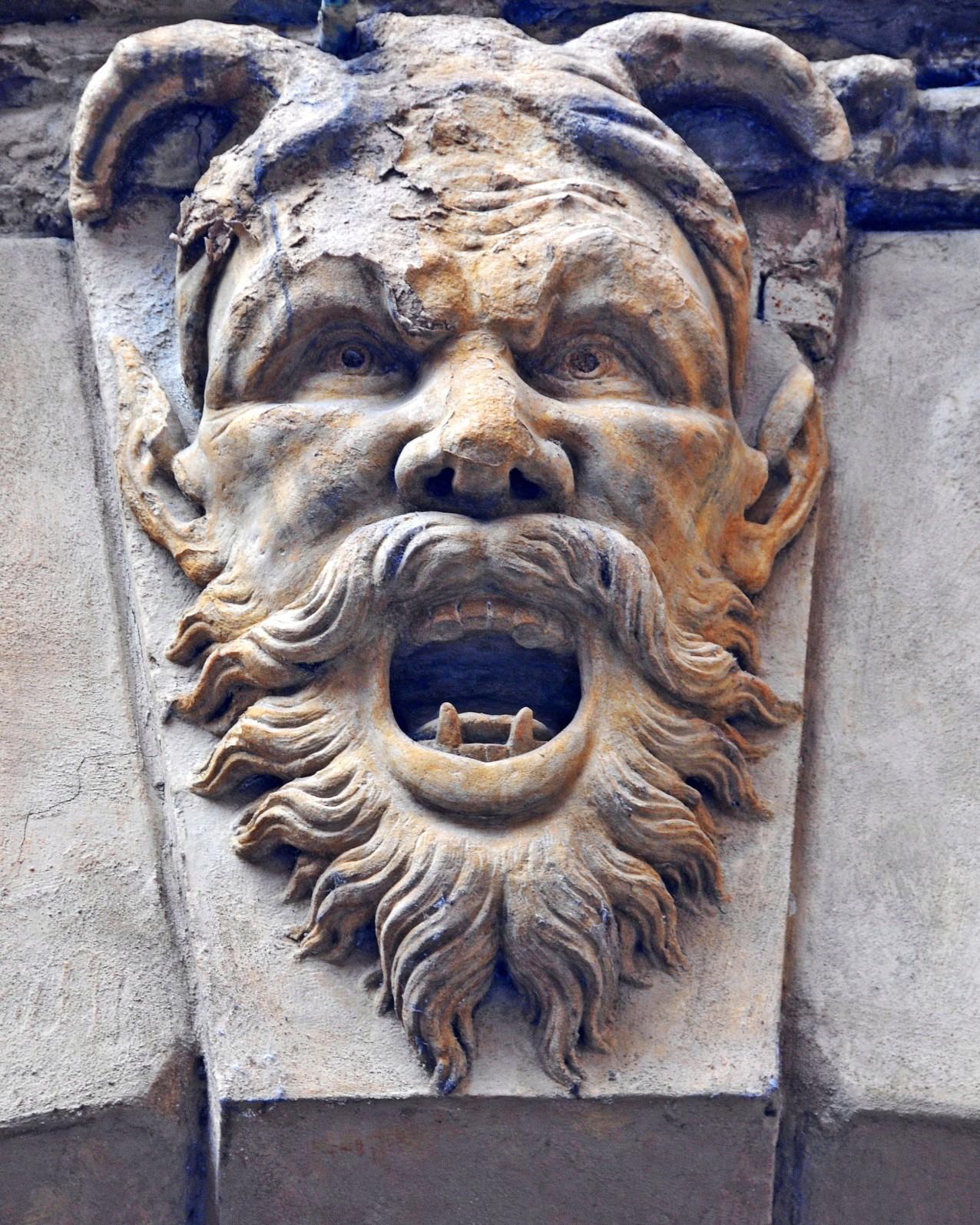 Unica traccia di accesso all'ex ghetto è il voltone che collega la chiesa di San Donato all'antico palazzo Manzoli, poi Malvasia, in via Zamboni 16/D.