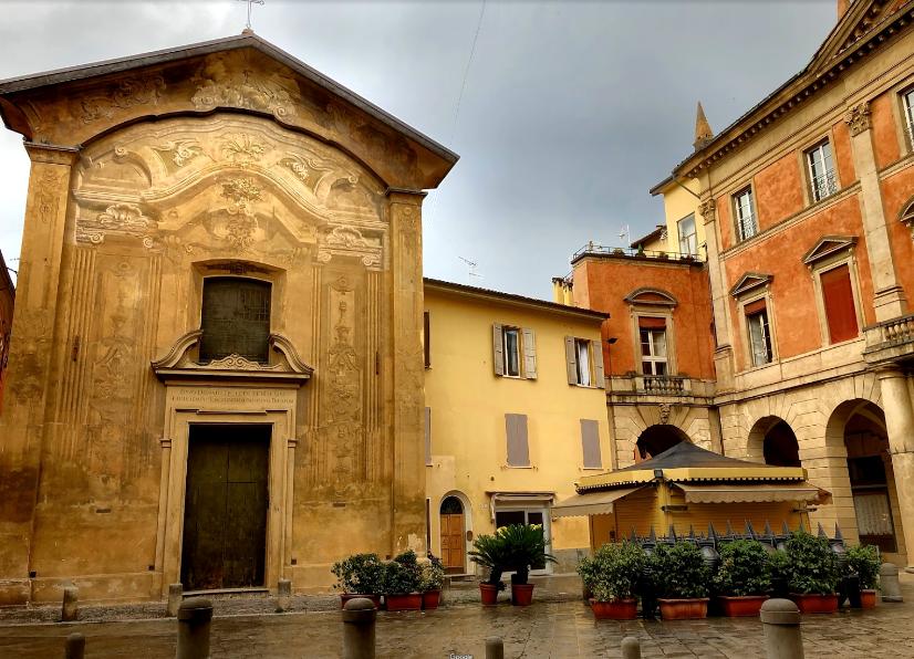 Mascherone e Palazzo Manzoli Malvasia