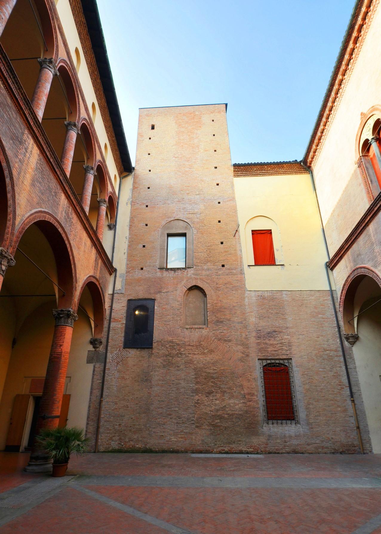 Torre Conoscenti, via Manzoni 4