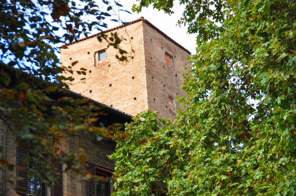 Torre Toschi, via de' Toschi 11