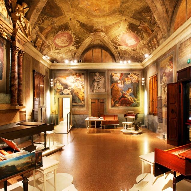 Cappella adiacente alla chiesa e affreschi della scuola dei Carracci. (Foto: Genus Bononiae)