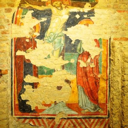 Per la ricchezza di dettagli, l'opera è attribuita a Giunta Pisano (altre sue Crocifissioni su Wikipedia).