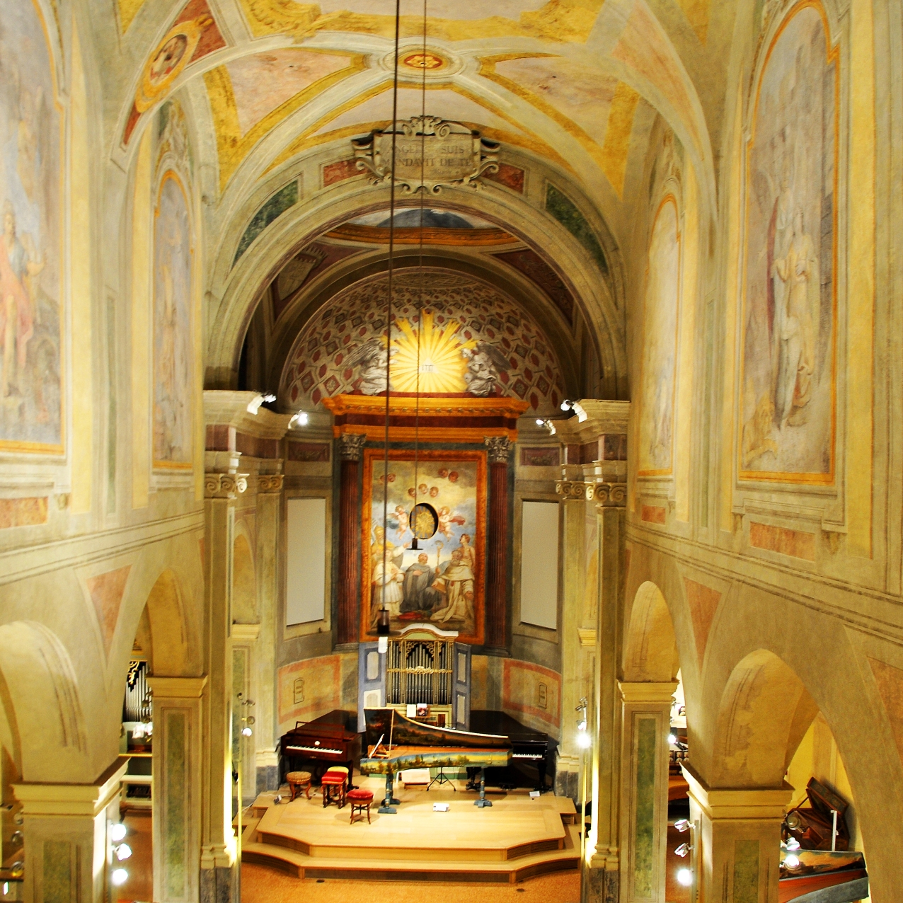 Recupero degli affreschi dopo una prolungata copertura di intonaco bianco.