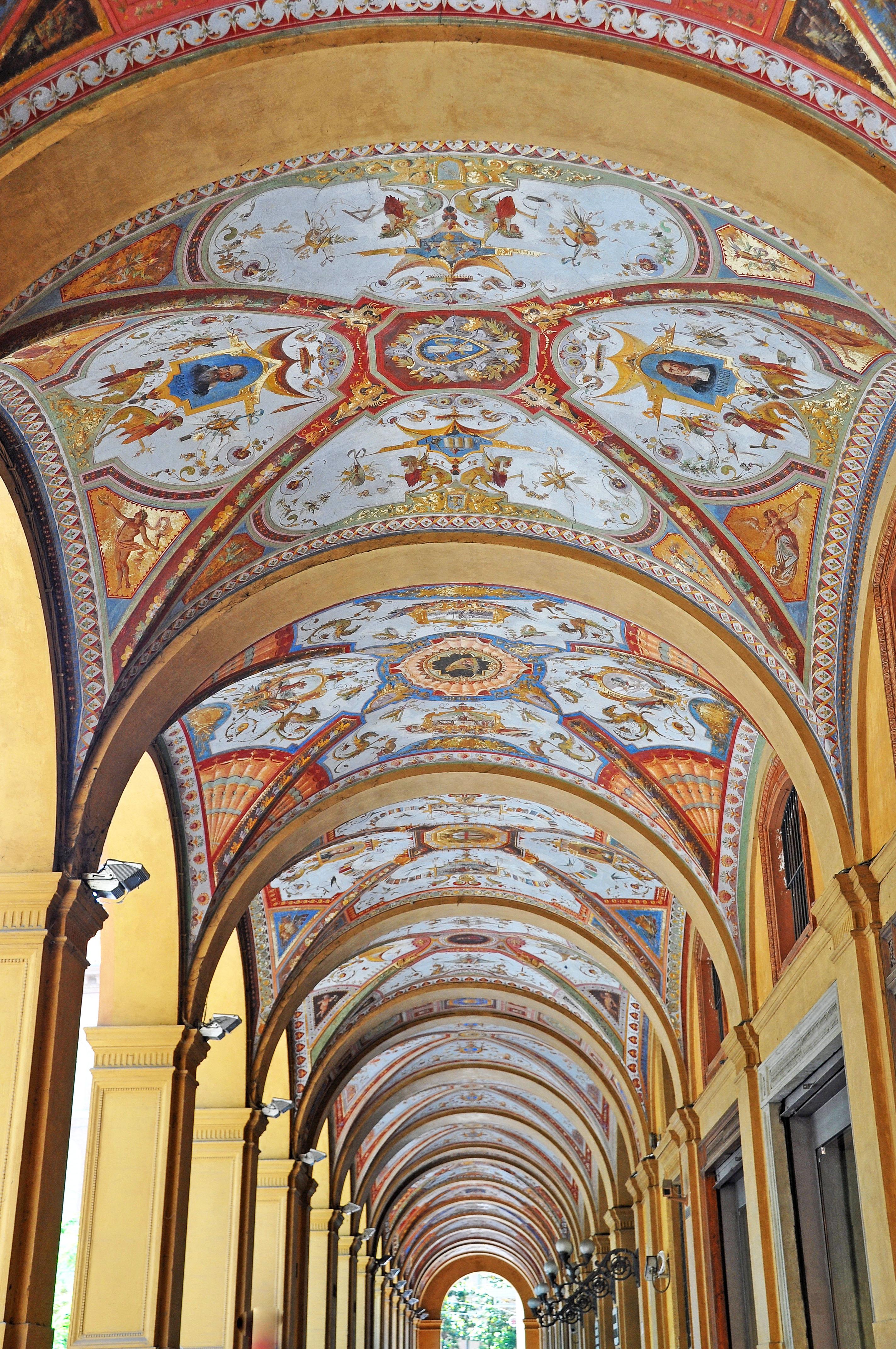 Portico Piazza Minghetti