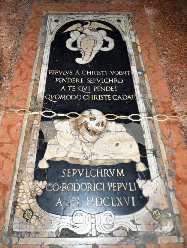 Nel pavimento del S. Sepolcro.