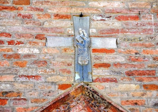 Croce con mano benedicente (1200)