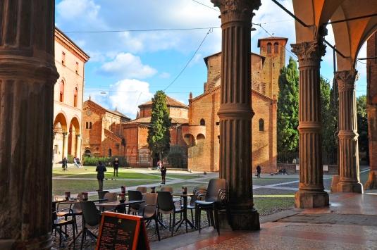Dai colonnati dei palazzi gotico-rinascimentali (XV sec.).
