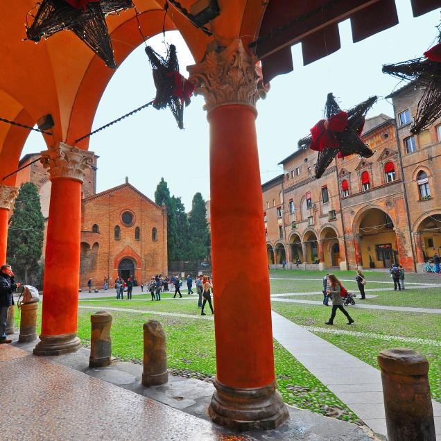 Dal colonnato di Palazzo Isolani