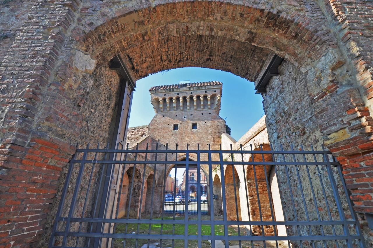 Bologna: le porte e lemura