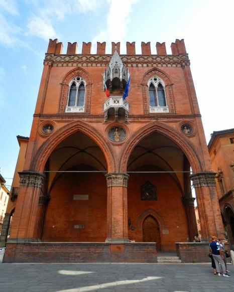 Palazzo della Mercanzia (XIV sec.)